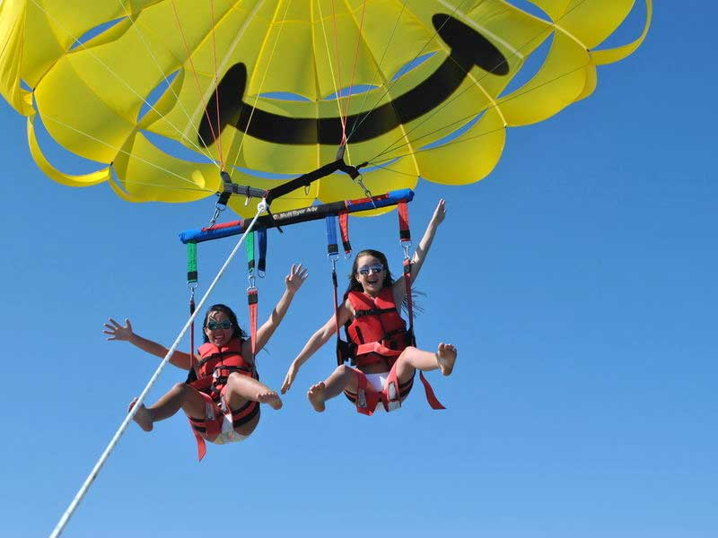 Parasail Crazy Girls